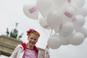 Enie mit Luftballons